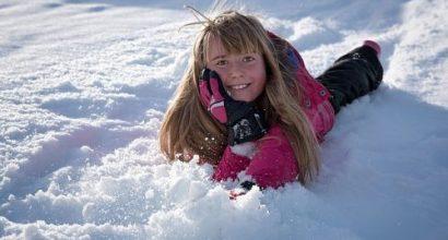 Versicherungsmakler, Vorsorgeexperte und Kreditmakler B-Quadrat | Mädchen im Schnee