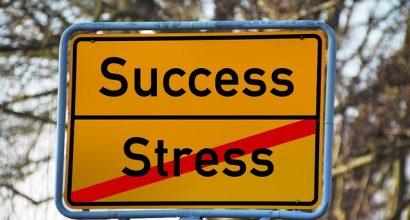 ersicherungsmakler, Vorsorgeexperte und Kreditmakler B-Quadrat | Stadtschild mit Erfolg