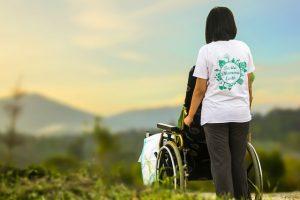Versicherungsmakler, Vorsorgeexperte und Kreditmakler B-Quadrat   Betreuung im Rollstuhl