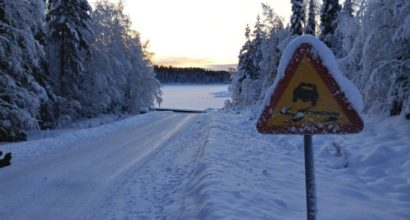 Versicherungsmakler, Vorsorgeexperte und Kreditmakler B-Quadrat | Verkehrsschild im Winter