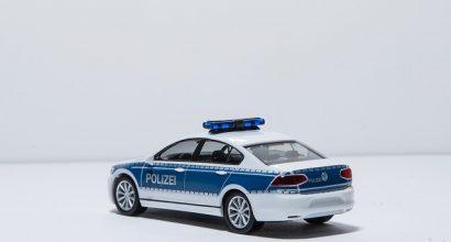 Versicherungsmakler, Vorsorgeexperte und Kreditmakler B-Quadrat | Polizeiauto